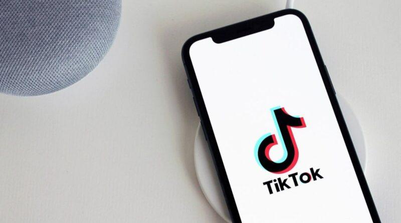 """TikTok en el centro de la polémica. La OCU denuncia a la red social por """"marketing agresivo"""""""